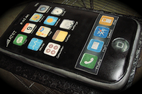 Geeks and their toys, what can I say. Here's an iPhone cake that even had Apple's blessing