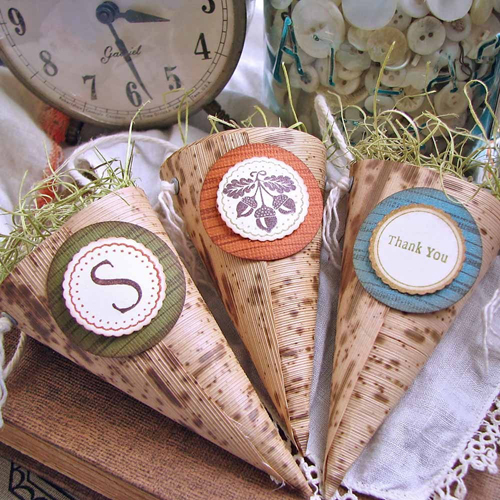 autumn-rustic-wedding-cone-favors