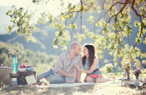 cute-picnic-engagement-10