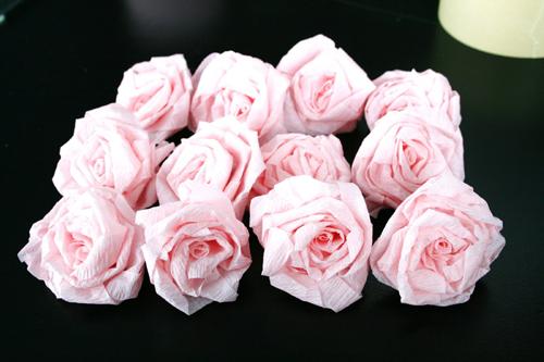 crepe-paper-flower-ball-diy-tutorial-11