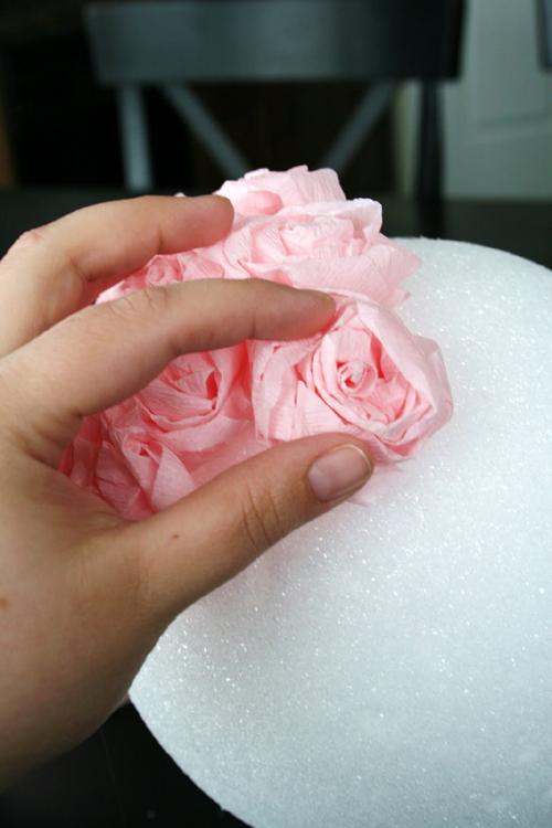 crepe-paper-flower-ball-diy-tutorial-14