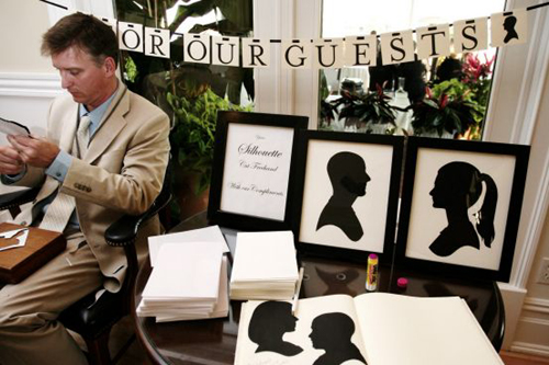 silhouette-art-maker-at-wedding